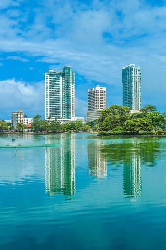 雲「Skyline at the Beira Lake」:スマホ壁紙(6)