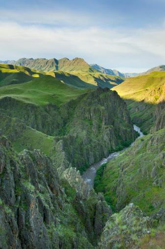 Basalt「Imnaha River carving its way through Canyon, Hells Canyon Recreation Area Oregon」:スマホ壁紙(9)