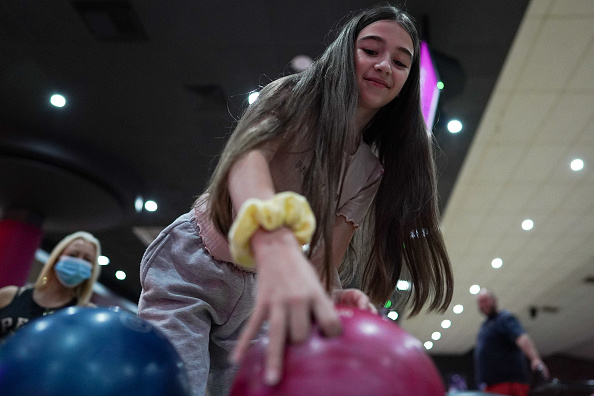 Threading「Brits Return To The Lanes As Bowling Alleys Reopen」:写真・画像(10)[壁紙.com]