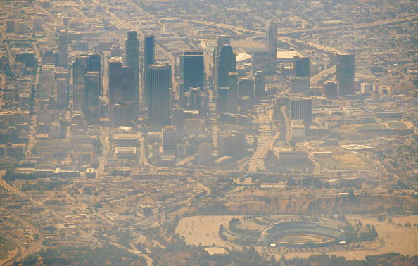 Urban Skyline「Wildfires North Of Los Angeles Double In Size, 10,000 Homes Threatened」:写真・画像(11)[壁紙.com]