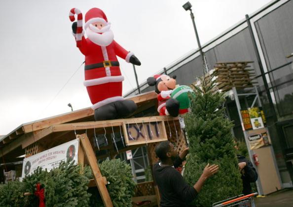 Christmas Decoration「Christmas Tree Sales At Big-Box Retailers Increase」:写真・画像(13)[壁紙.com]
