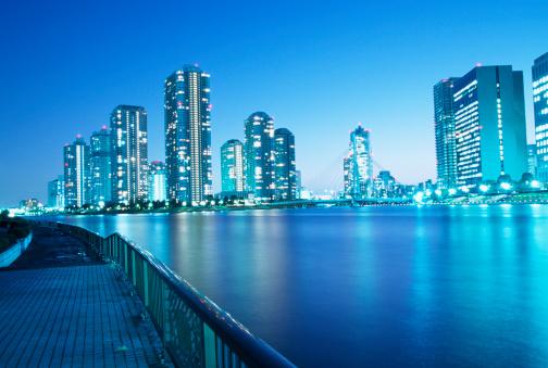 Japan「夕暮れ時の東京建築」:スマホ壁紙(2)