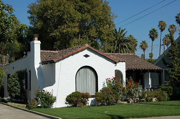 Spanish colonial revival bungalow:スマホ壁紙(壁紙.com)