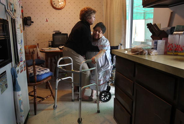Healthcare Worker「Nurse Makes House Calls To Low-Income Patients」:写真・画像(1)[壁紙.com]