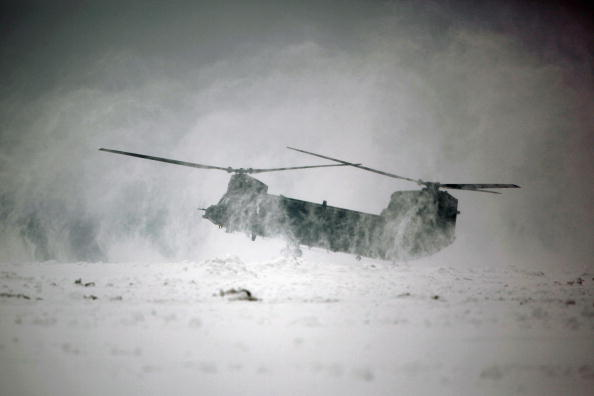 CH-47 Chinook「New Chinook Mk3 Helicopters Arrive At RAF Odiham Before Afghan Deployment」:写真・画像(1)[壁紙.com]