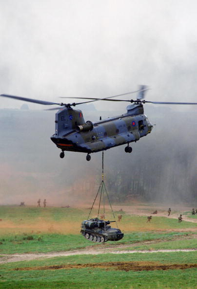 CH-47 Chinook「Chinook helicopter, Salisbury, UK」:写真・画像(1)[壁紙.com]