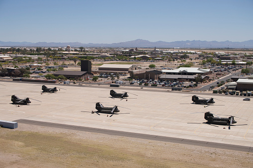 CH-47 Chinook「CH-47 Chinook helicopters on the flight line at Davis-Monthan Air Base.」:スマホ壁紙(7)