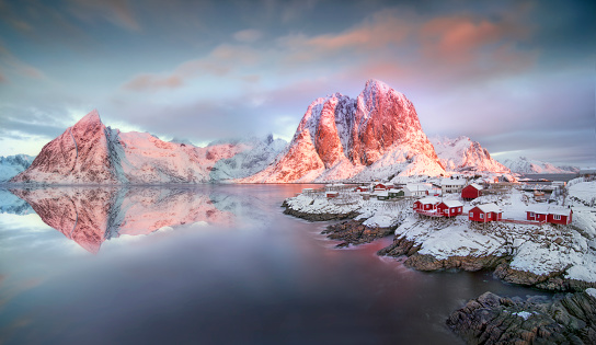 Alpenglow「Hamnoy sunrise and fishermen cabins」:スマホ壁紙(17)