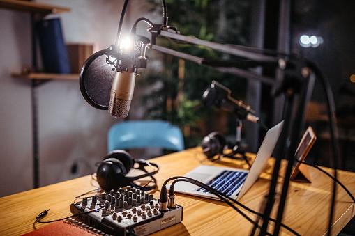Communication「Podcast studio」:スマホ壁紙(2)