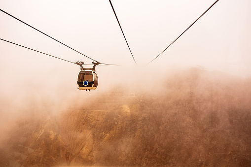 Overhead Cable Car「Cable car in clouds in Owakudani, Hakone, Japan」:スマホ壁紙(19)
