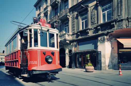 Cable Car「Cable car in street of Istiklal, Beyoglu, Istanbul, Turkey」:スマホ壁紙(14)