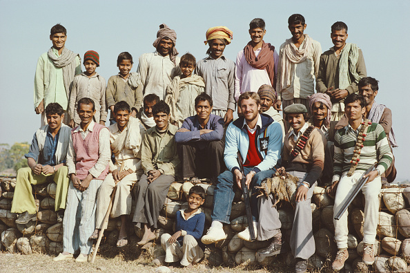 上半身「England Cricketer Ian Botham with beaters on a Patridge Shoot India January 1982」:写真・画像(16)[壁紙.com]