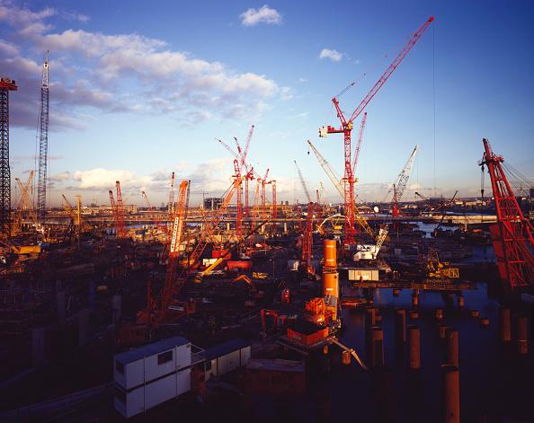 Construction Machinery「Cranes during construction of Canary Wharf, London, United Kingdom.」:写真・画像(17)[壁紙.com]
