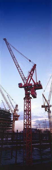 Construction Machinery「Cranes during  the construction of Canary Wharf, London, United Kingdom.」:写真・画像(18)[壁紙.com]