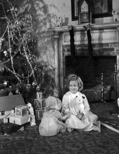 Christmas「Shirley Temple Sitting By Christmas Tree」:写真・画像(6)[壁紙.com]