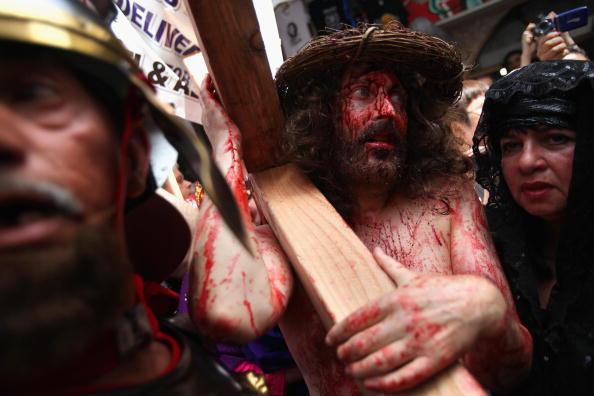 Old Town「Good Friday Procession In Jerusalem's Old City」:写真・画像(19)[壁紙.com]