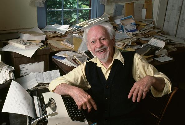 One Senior Man Only「Kenneth Burke」:写真・画像(15)[壁紙.com]
