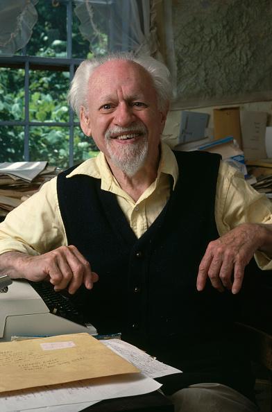 One Senior Man Only「Kenneth Burke」:写真・画像(14)[壁紙.com]