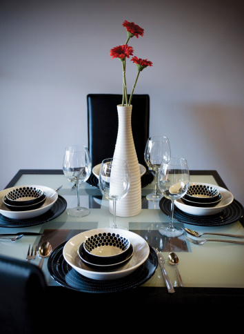 Formalwear「Elegant tablewear on dining room table」:スマホ壁紙(12)
