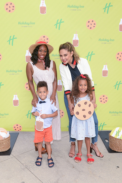 Milk Chocolate「Holiday Inn And Vanessa Lachey Bring Oversized Hotel Room To Millennium Park For Chocolate Milk Happy Hour With Complementary Fairlife Chocolate Milk And Otis Spunkmeyer Cookies」:写真・画像(19)[壁紙.com]