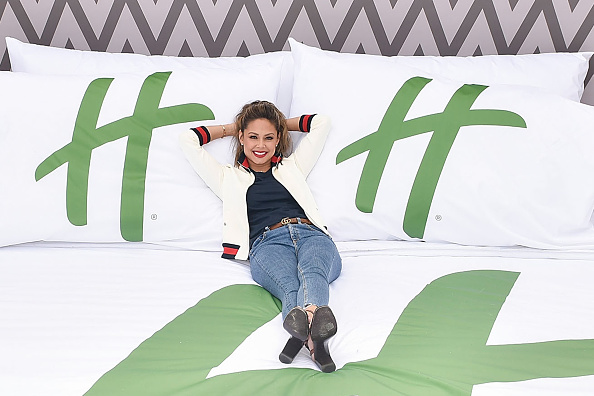 Milk Chocolate「Holiday Inn And Vanessa Lachey Bring Oversized Hotel Room To Millennium Park For Chocolate Milk Happy Hour With Complementary Fairlife Chocolate Milk And Otis Spunkmeyer Cookies」:写真・画像(2)[壁紙.com]