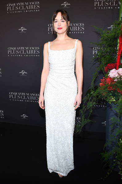 白「'Fifty Shades Freed - 50 Nuances Plus Claires' Paris Premiere At Salle Pleyel」:写真・画像(8)[壁紙.com]