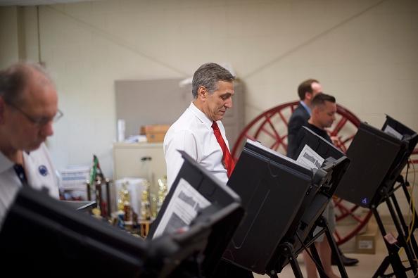 Oregon - US State「Republican Senate Candiate In Pennslyvania Rep. Lou Barletta Casts His Vote In State's Primary Election」:写真・画像(3)[壁紙.com]