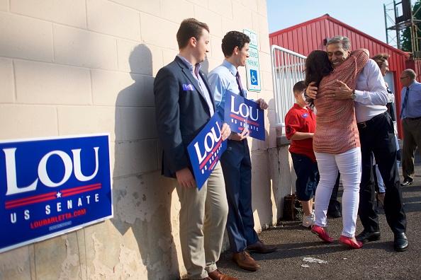 Oregon - US State「Republican Senate Candiate In Pennslyvania Rep. Lou Barletta Casts His Vote In State's Primary Election」:写真・画像(7)[壁紙.com]
