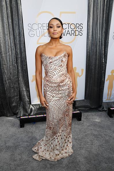 カメラ目線「25th Annual Screen ActorsGuild Awards - Red Carpet」:写真・画像(16)[壁紙.com]