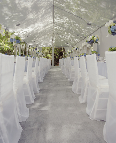 Entertainment Tent「Aisle of chairs for wedding reception」:スマホ壁紙(12)