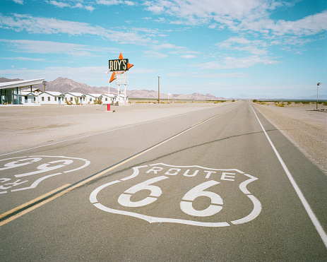 Two Lane Highway「Roue 66 sign in road  by a Diner in the desert」:スマホ壁紙(15)