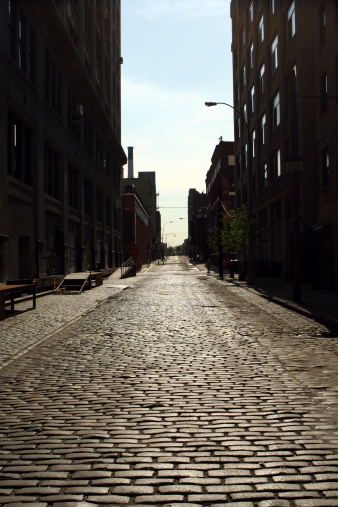Alley「Deserted Brooklyn DUMBO Cobblestone Backstreet Morning」:スマホ壁紙(11)