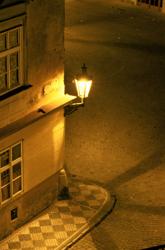 Bohemia「Corner Streetlight in at Night in Prague」:スマホ壁紙(9)