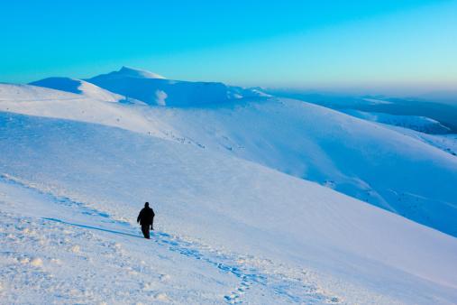雪山「冬の山々の眺めが楽しめます。」:スマホ壁紙(11)