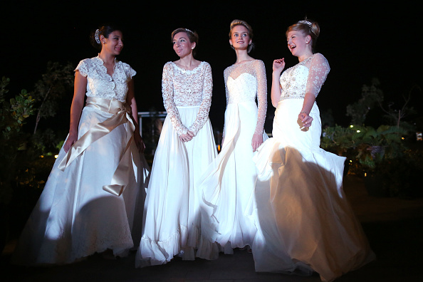Waiting「The London Season Opens An Etiquette Academy And Holds An Inaugural Ball In Dubai」:写真・画像(6)[壁紙.com]