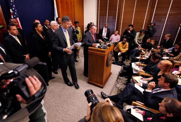 Conference Phone「Holder And Duncan Address Youth Violence In Chicago」:写真・画像(13)[壁紙.com]