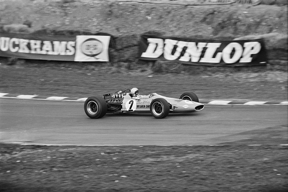 Victor Blackman「Bruce McLaren at Brands Hatch」:写真・画像(10)[壁紙.com]