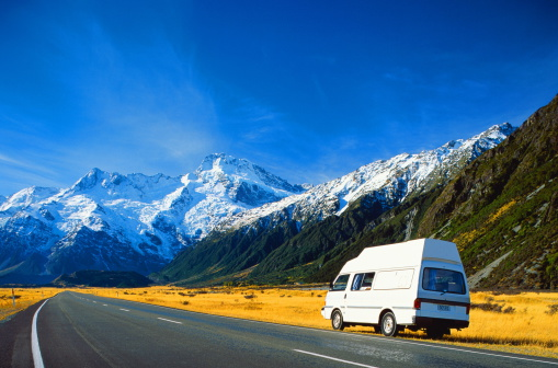 Mt Cook National Park「New Zealand,Mount Cook National Park,van in fore of mountains」:スマホ壁紙(4)