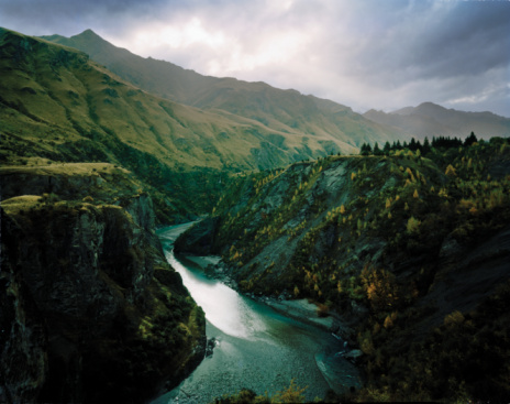 River「New Zealand, Otago, Skippers Canyon, river in mountainous landscape」:スマホ壁紙(0)
