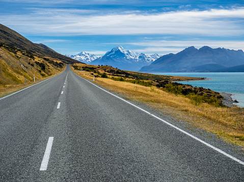 Mt Cook「New Zealand, South Island, empty road with Aoraki Mount Cook and Lake Pukaki in the background」:スマホ壁紙(0)