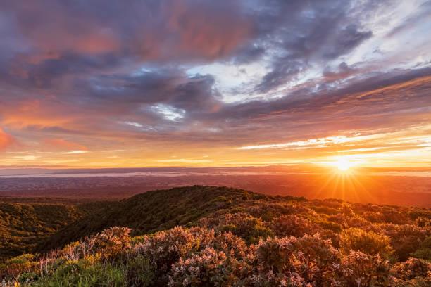 New Zealand, Dramatic sunrise over Tongariro National Park:スマホ壁紙(壁紙.com)