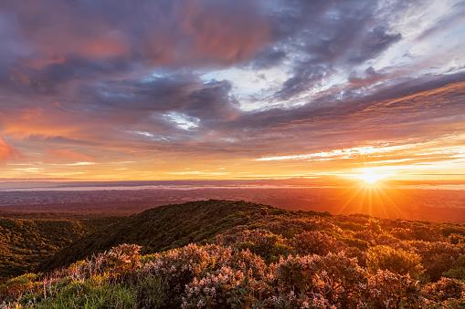 UNESCO「New Zealand, Dramatic sunrise over Tongariro National Park」:スマホ壁紙(11)