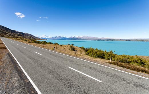 打ち寄せる波「New Zealand, South Island, Lake Pukaki, empty road」:スマホ壁紙(9)