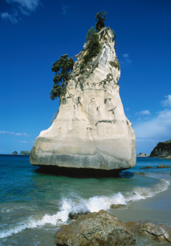 Limestone「New Zealand, Coromandel peninsula, lime stone rock in Cathedral Cove」:スマホ壁紙(2)