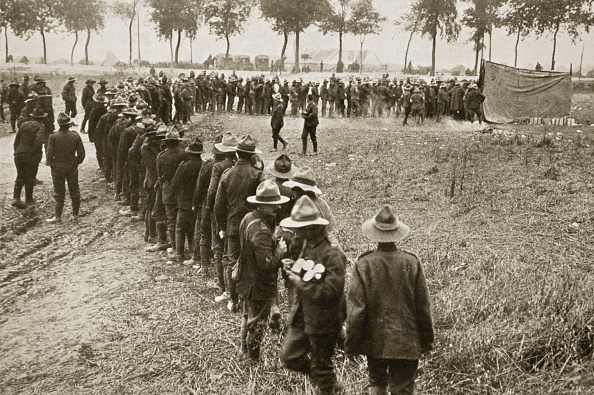Food And Drink Industry「New Zealand Troops Queuing For A Field Canteen Somme Campaign France World War I 1916」:写真・画像(9)[壁紙.com]