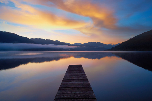 New Zealand「New Zealand's Lake Kaniere At Dawn」:スマホ壁紙(13)