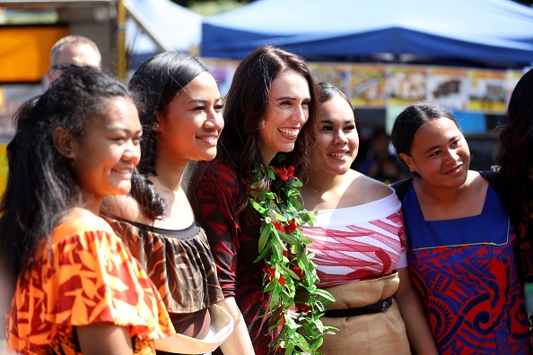 Small Group Of People「Prime Minister Jacinda Ardern Attends Polyfest」:写真・画像(9)[壁紙.com]