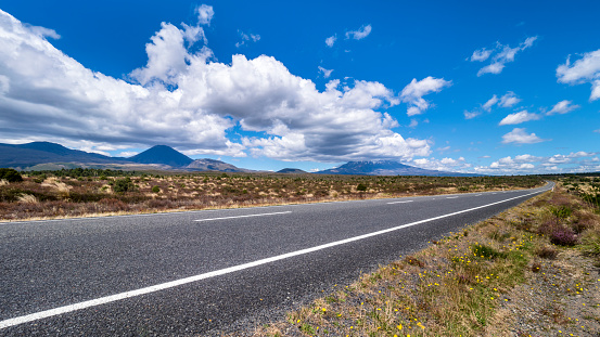 Volcanic Landscape「New Zealand, Ruapehu District, Tongariro National Park, Mount Ruapehu, Mount Ngauruhoe」:スマホ壁紙(14)