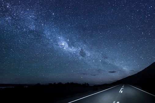 横位置「New Zealand, South Island, starry sky, milkyway at Lake Pukaki by night」:スマホ壁紙(14)