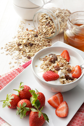 Dietary Fiber「Breakfast: Muesli, Strawberries and Honey Still Life」:スマホ壁紙(8)